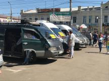 Busbahnhof von Irkutsk. Die Marschrutkas fahren auch an Orte, die 6 oder mehr Stunden entfernt liegen.