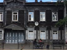 Alte sibirische Holzhäuser sieht man in Irkutsk überall.